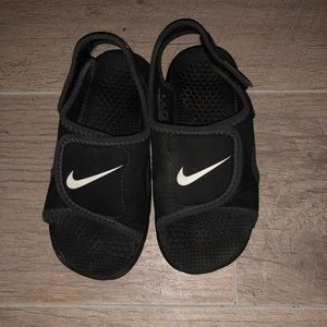 Size 9C Nike sandals